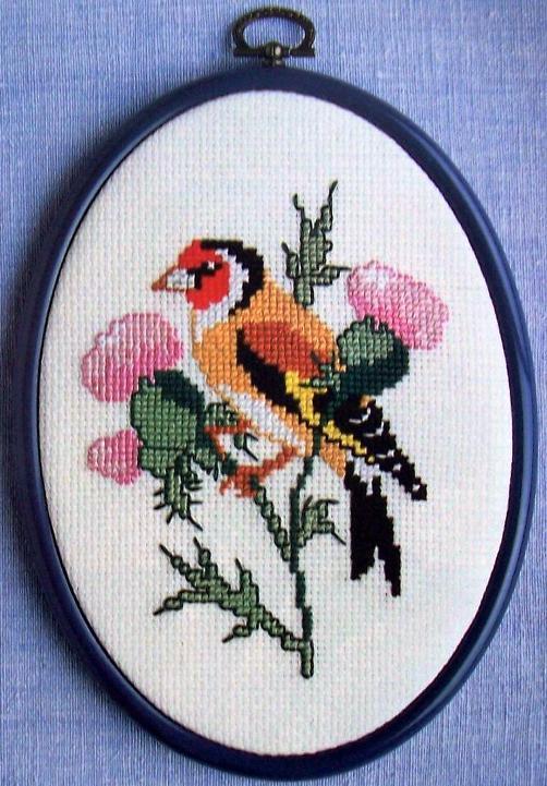 Вышивка птицы по крестикам 806