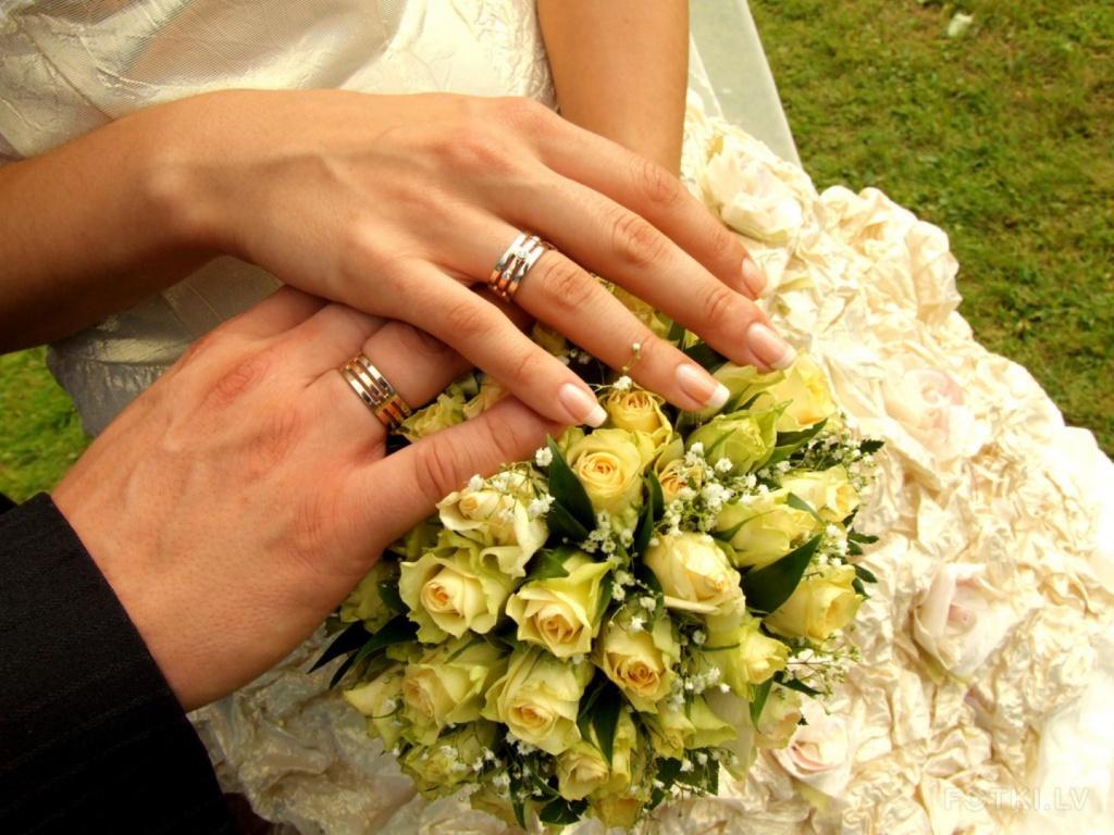 Обручальное кольцо не простое украшение скачать песню.