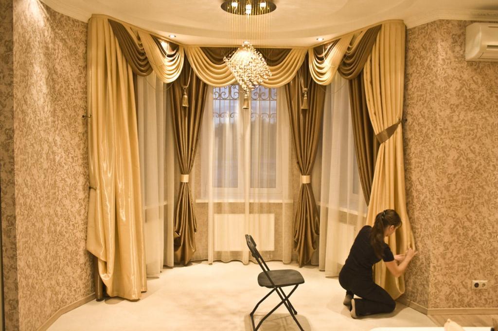 Как украсить занавеску