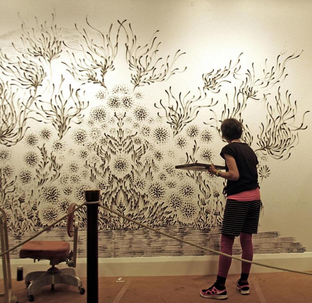 Декорируем стены своими руками фото