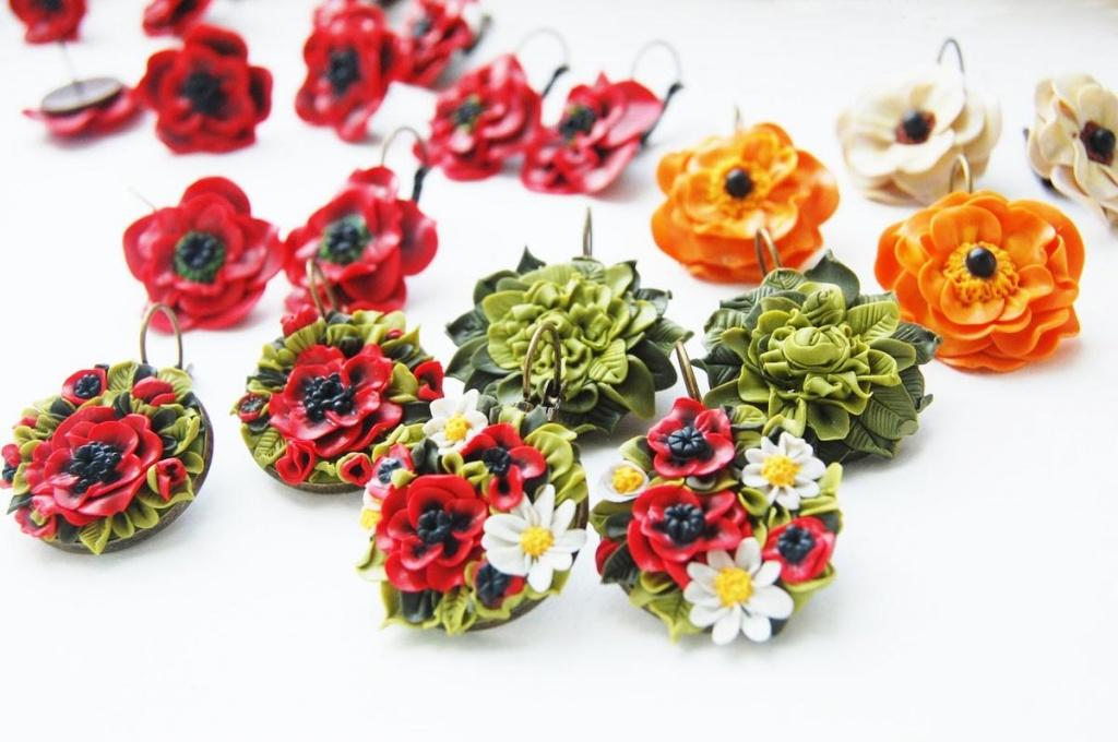 Цветы и украшения из глины 131